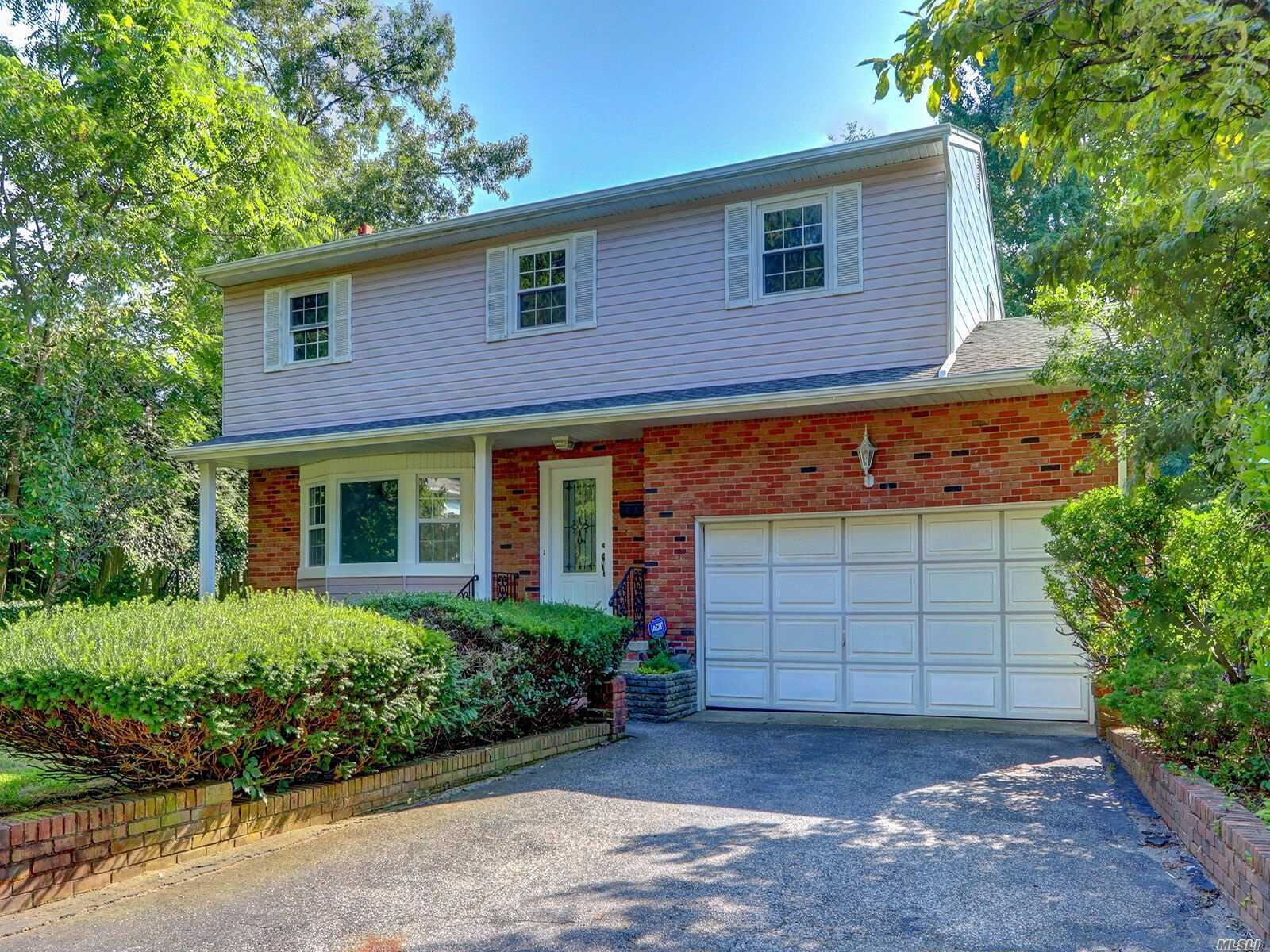 Residential For Sale in 252 Haypath Rd, Old Bethpage, NY ,11804
