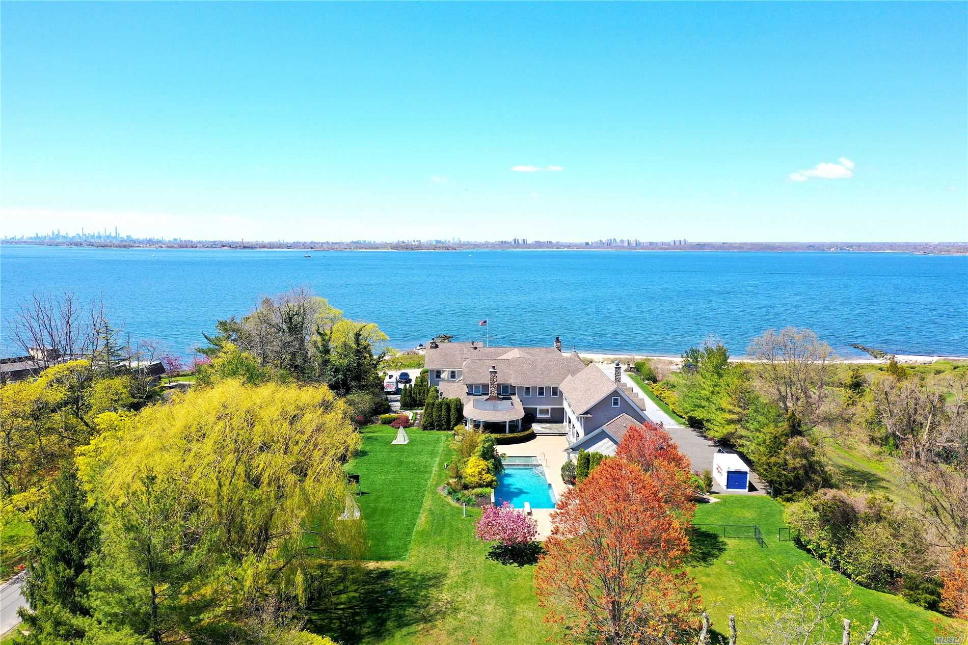 Residential For Sale in 17 Lighthouse Rd, Sands Point, NY ,11050
