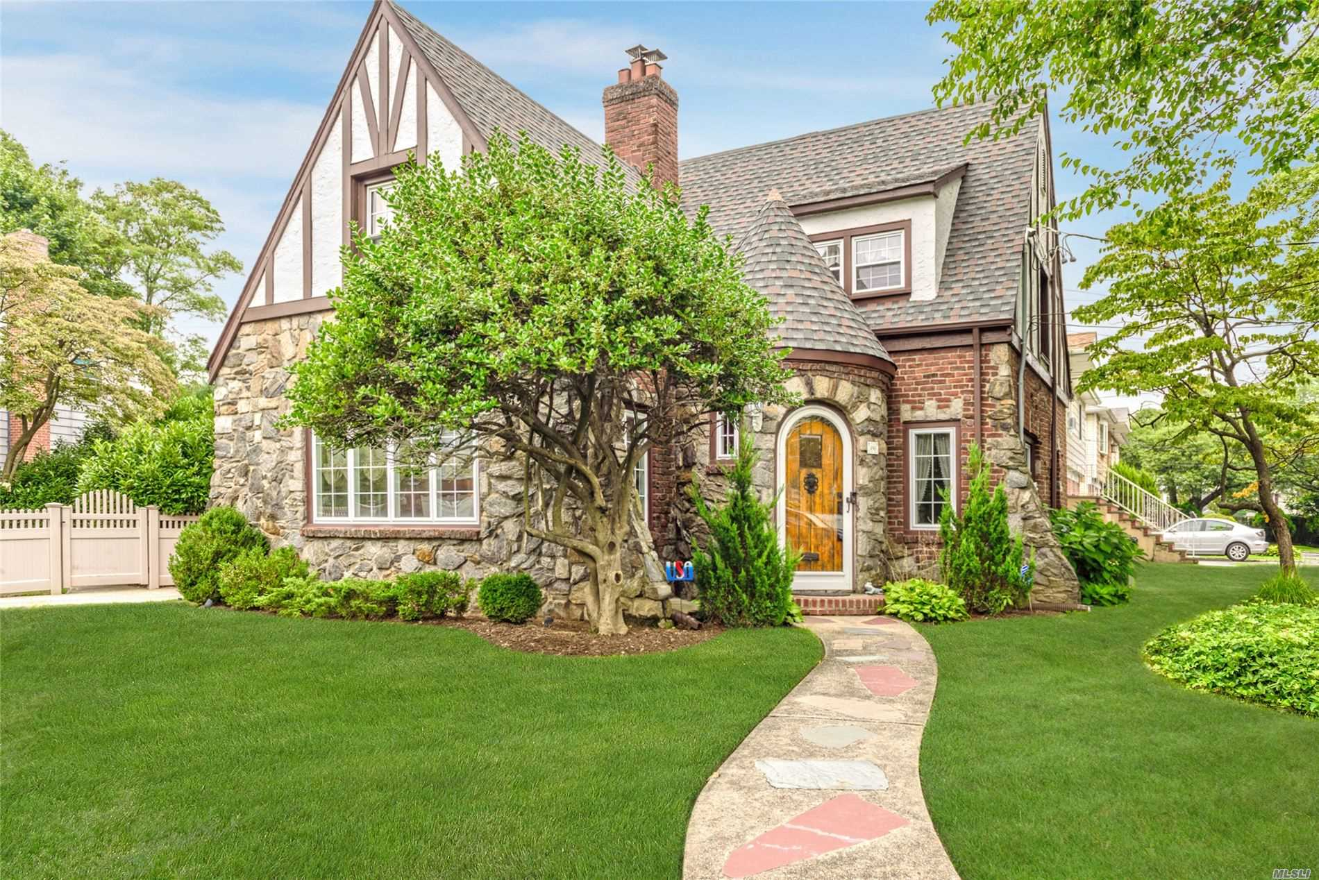 Residential For Sale in 490 Whitehall St, Lynbrook, NY ,11563