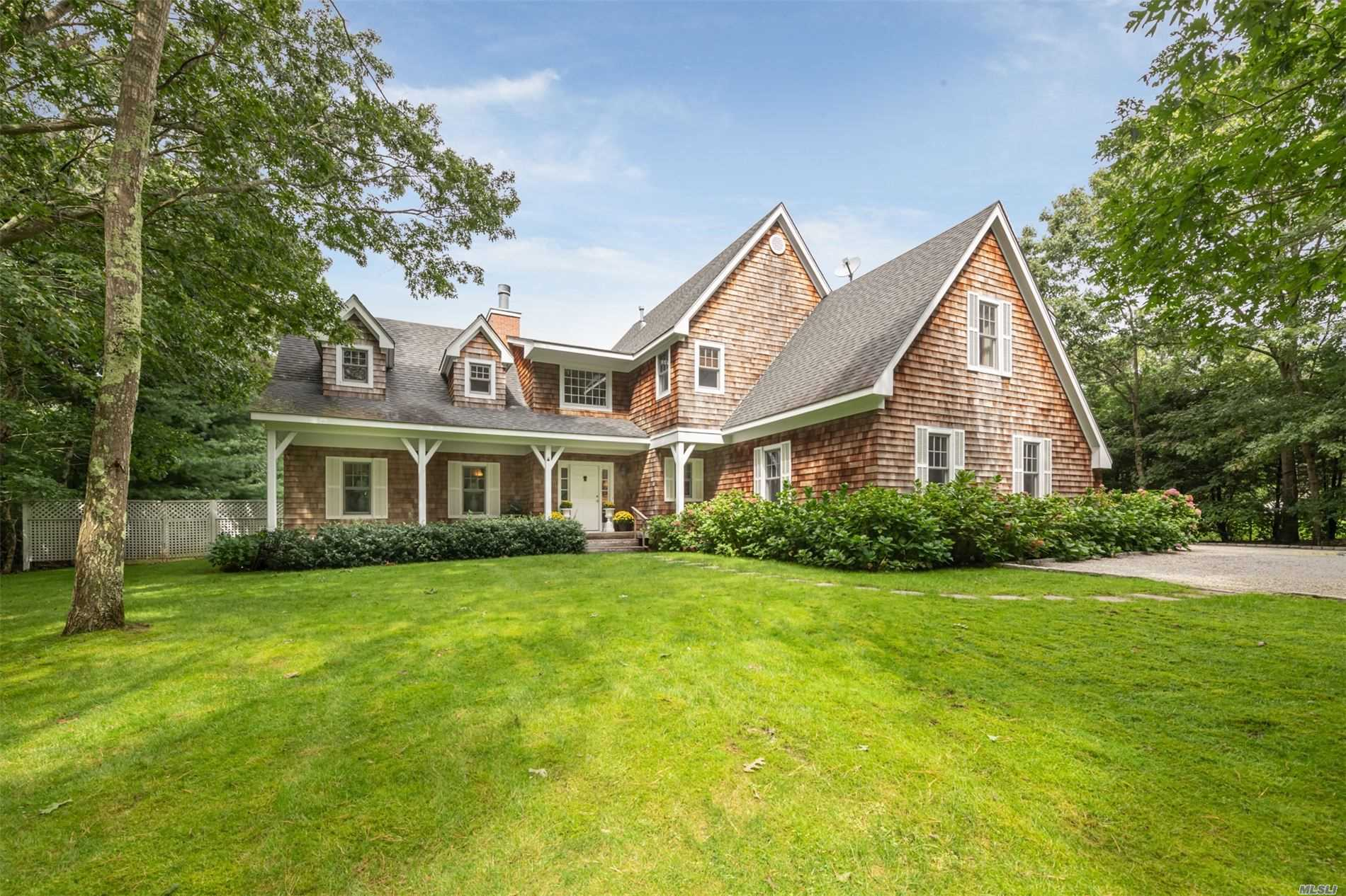 Residential For Sale in 9 Sachems Path, Wainscott, NY ,11975