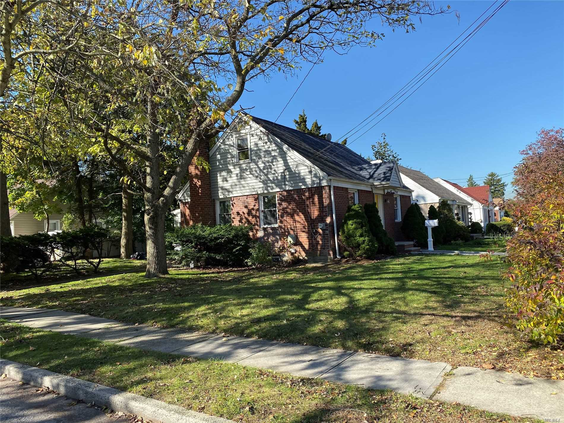Residential For Sale in 750 Macon Pl, Uniondale, NY ,11553