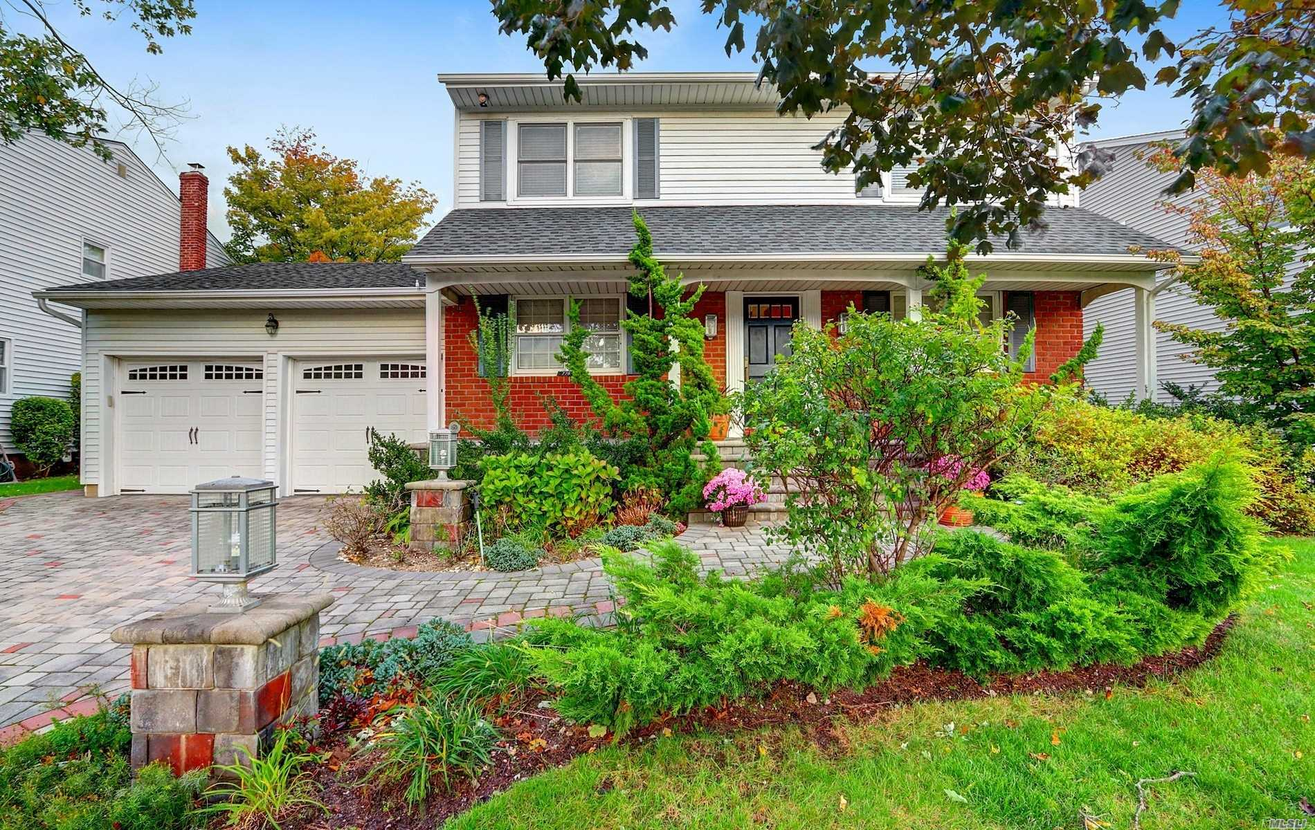 Residential For Sale in 778 Daniel St, N. Woodmere, NY ,11581
