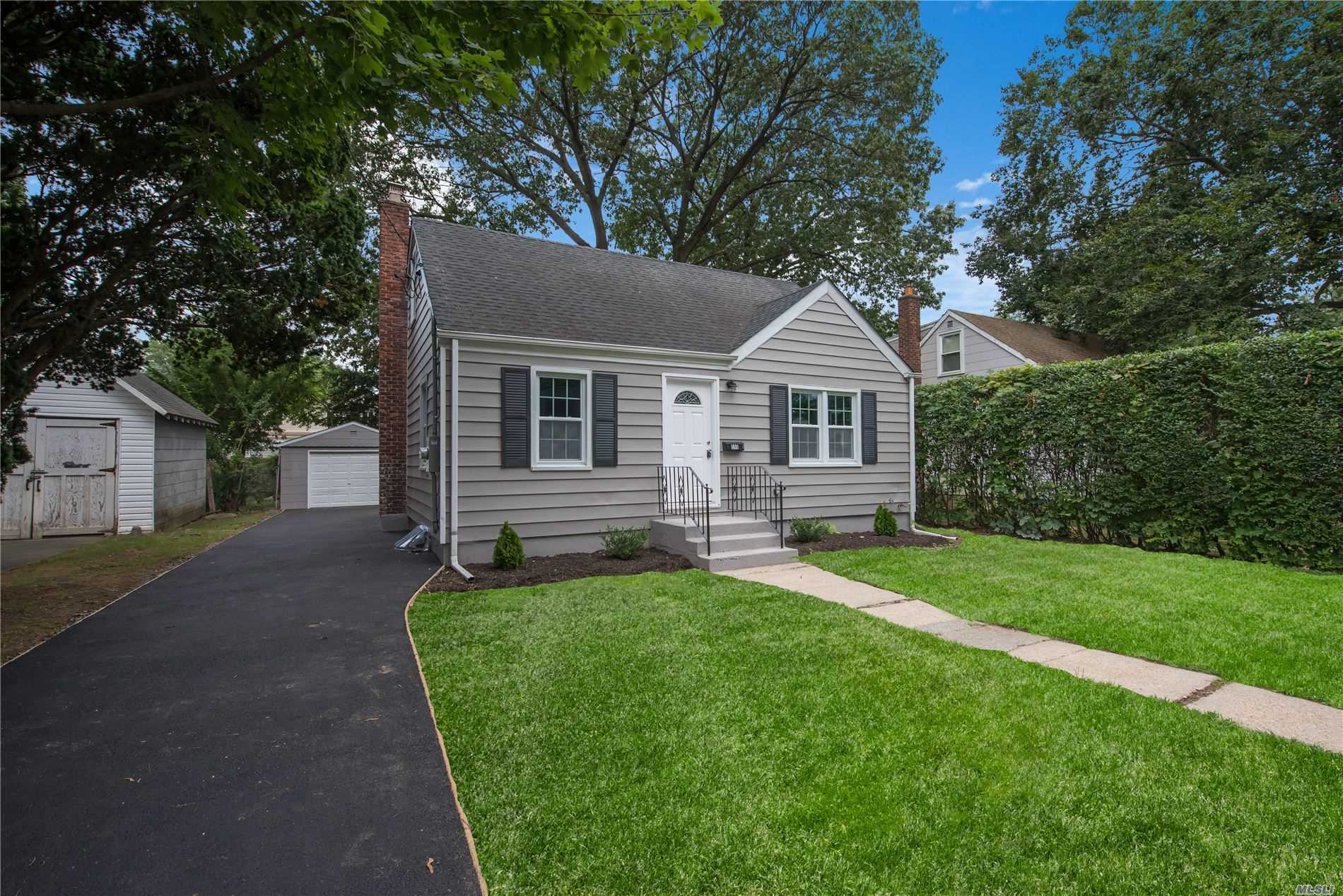 Residential For Sale in 596 May St, S. Hempstead, NY ,11550