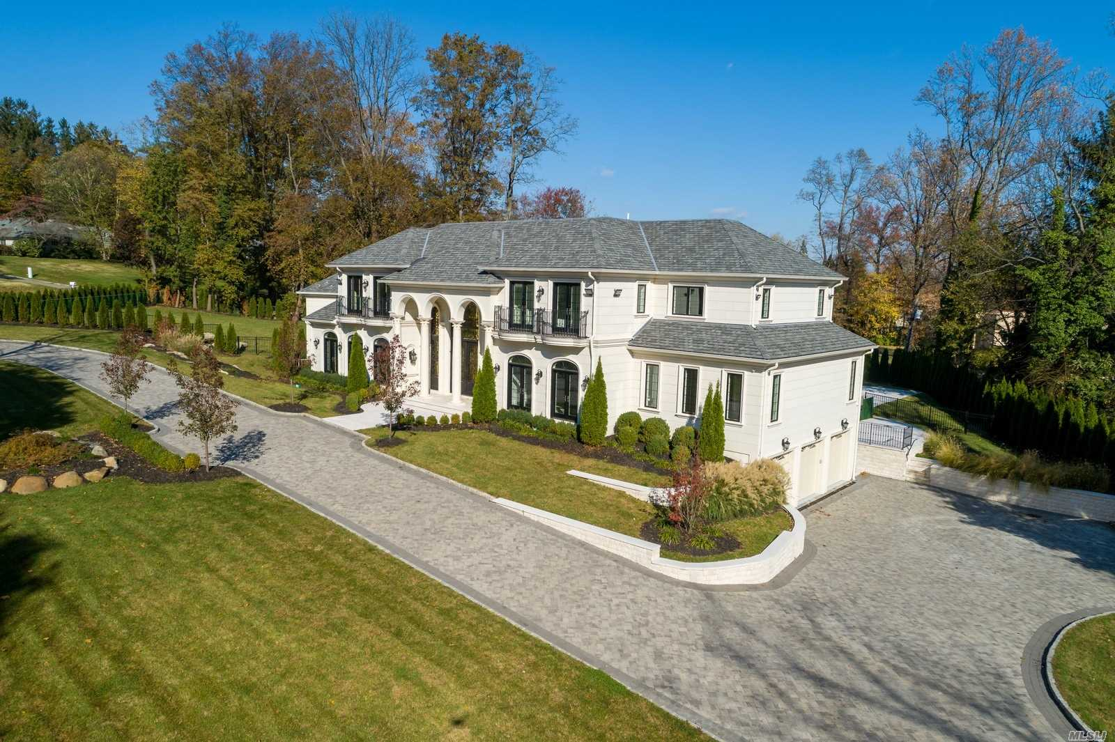 Residential For Sale in 3 Creek Road, Great Neck, NY ,11024
