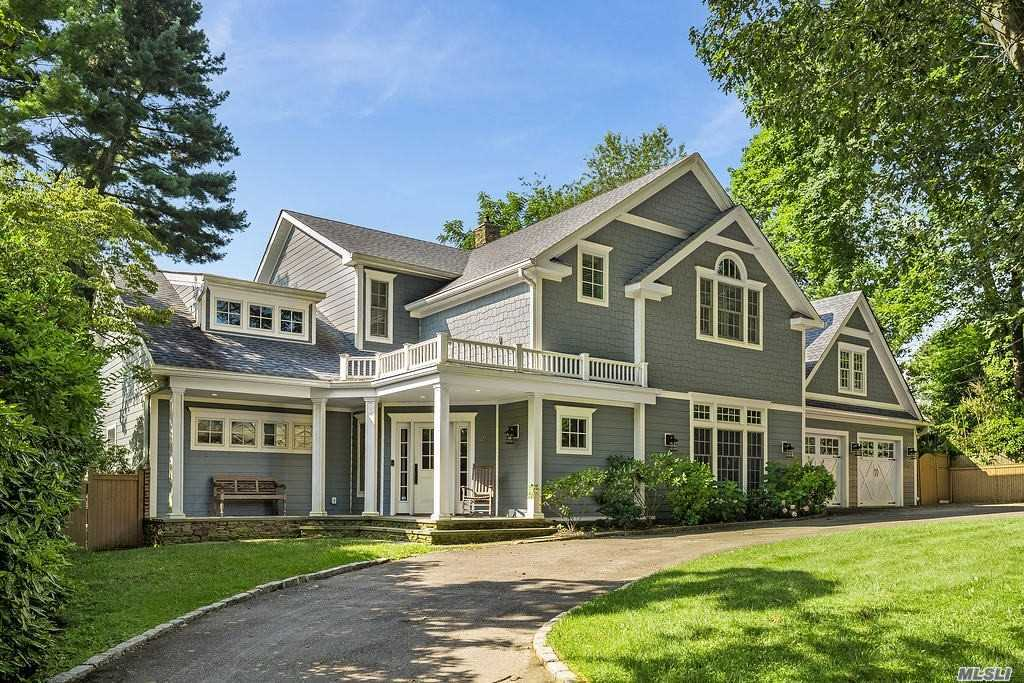 Residential For Sale in 21 Leonard Pl, Sea Cliff, NY ,11579