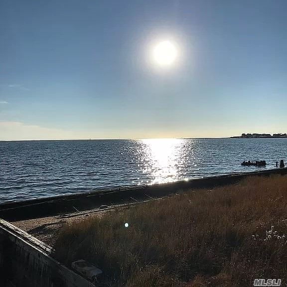 Residential For Sale in 2 Fenimore Rd, Bayport, NY ,11705