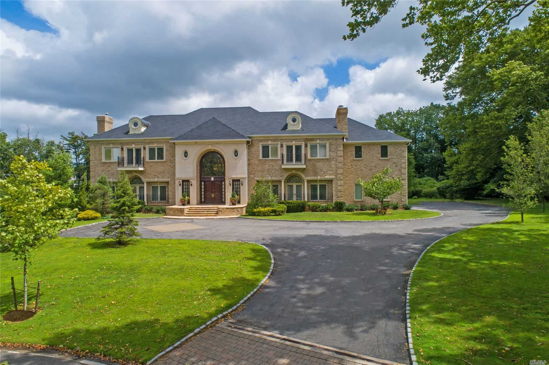 Residential For Sale in 9 Penny Pond Ct, Old Brookville, NY ,11545