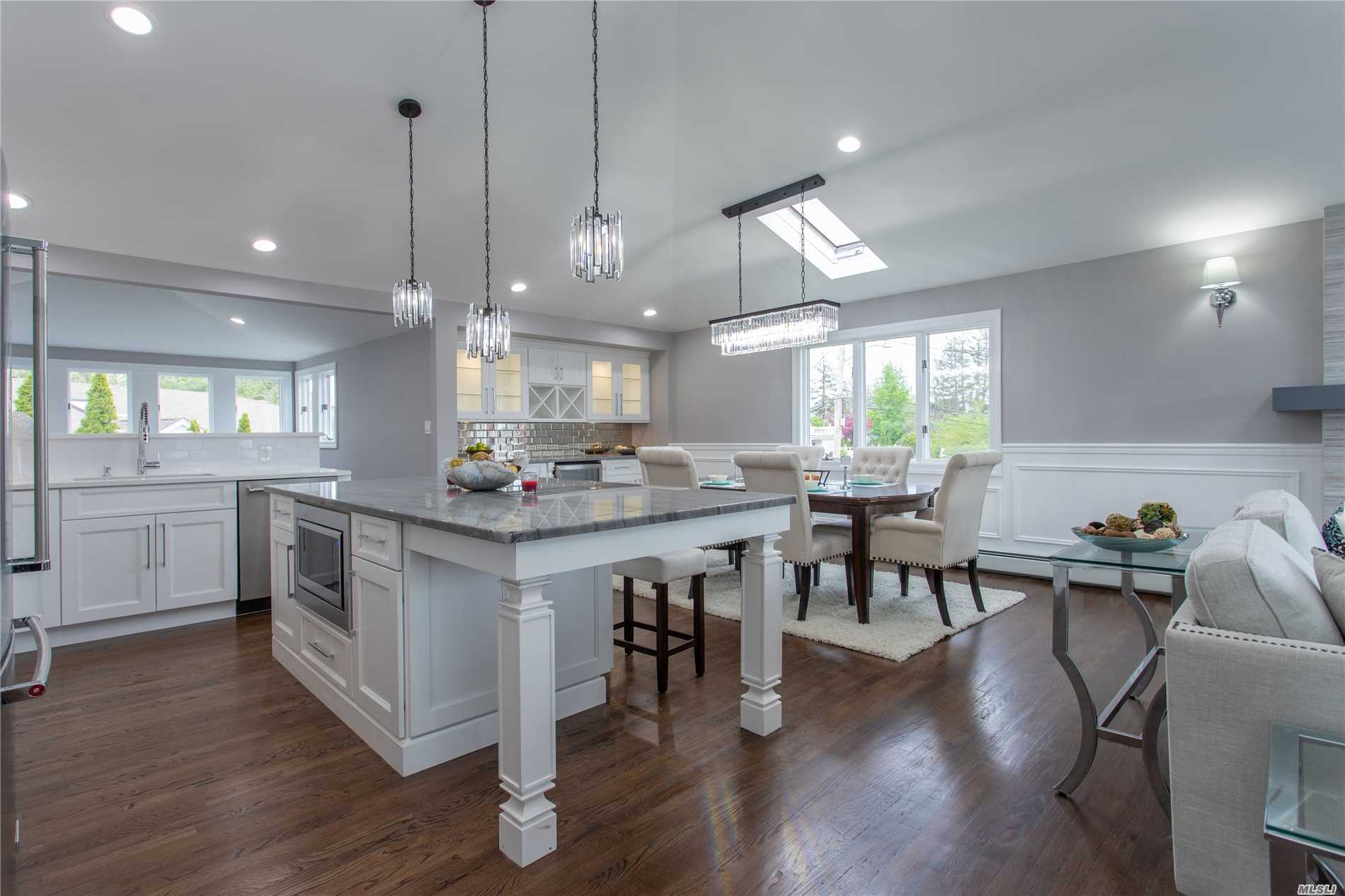 Residential For Sale in 333 Riviera S Dr, Massapequa, NY ,11758