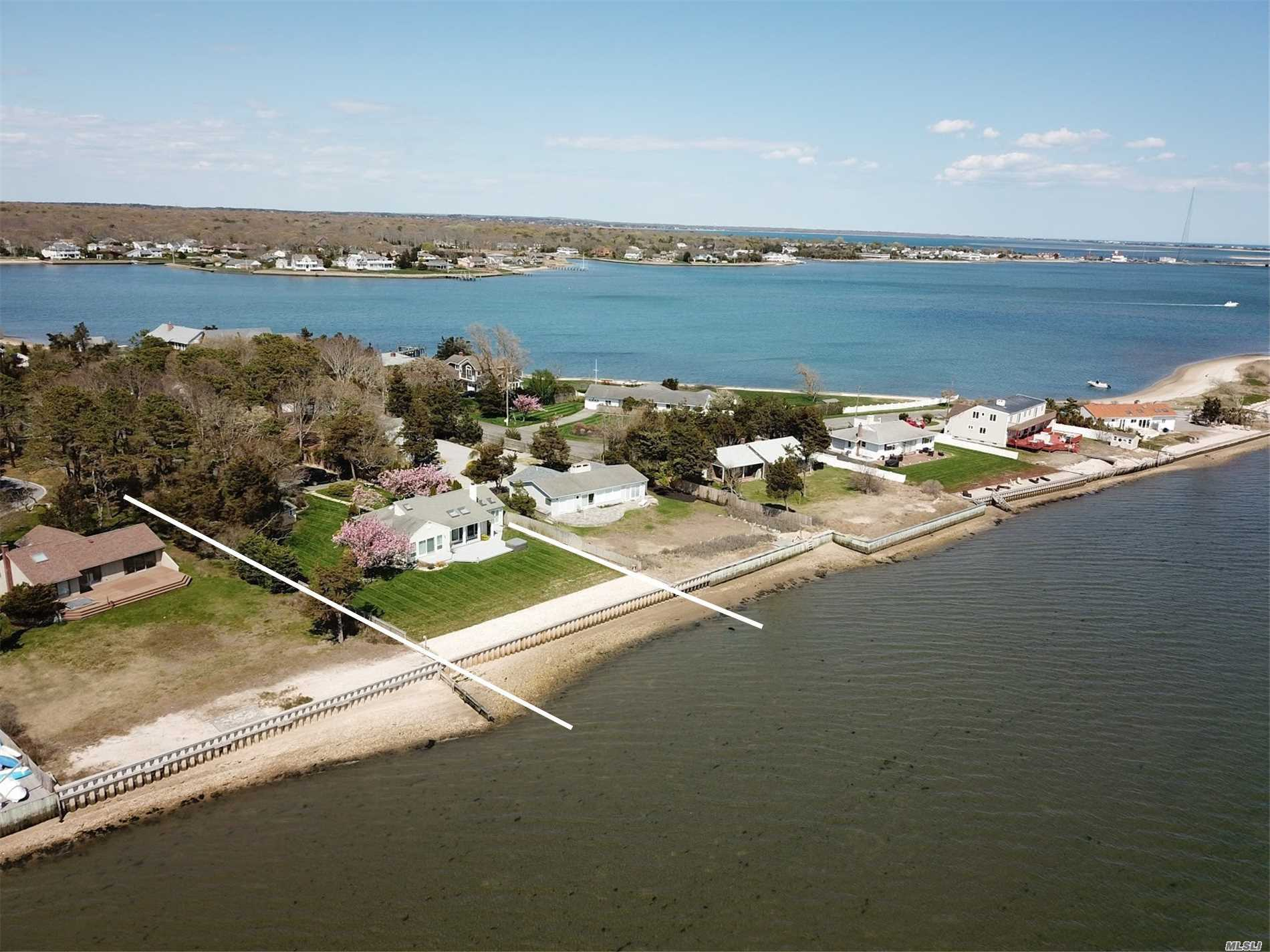 Residential For Sale in 20 Last Ln, Hampton Bays, NY ,11946