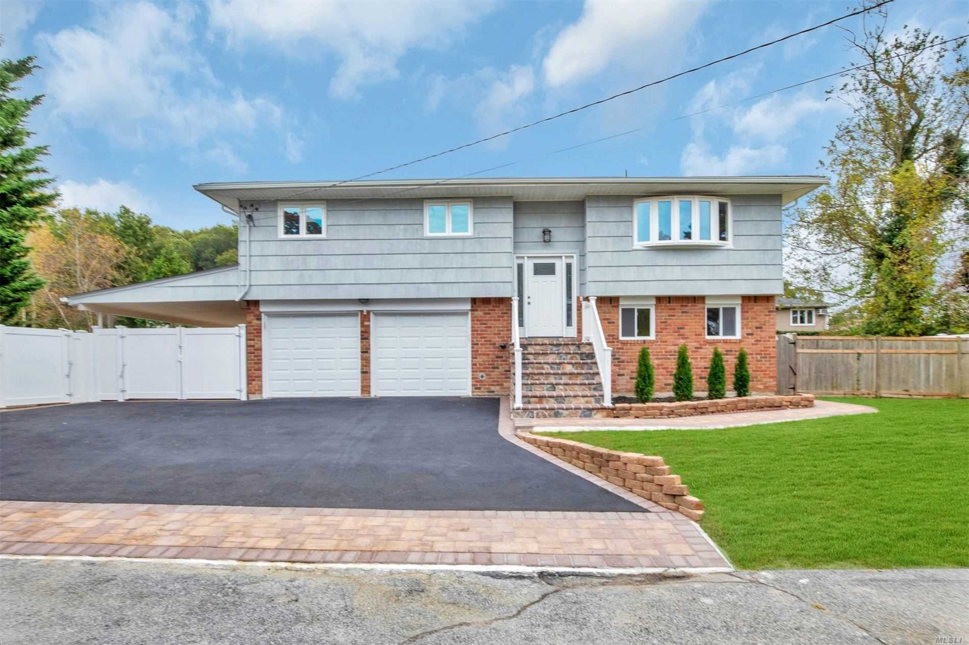 Residential For Sale in 6 Thorne Ct, Bethpage, NY ,11714