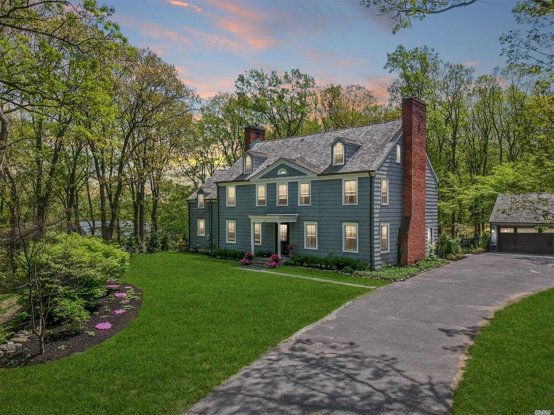 Residential For Sale in 3 Wildwood Ct, Locust Valley, NY ,11560