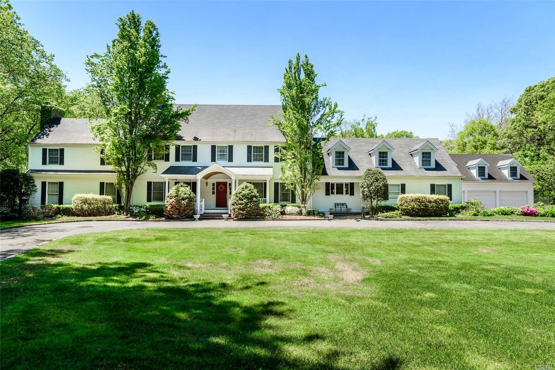 Residential For Sale in 16 Grace Ln, Oyster Bay Cove, NY ,11771