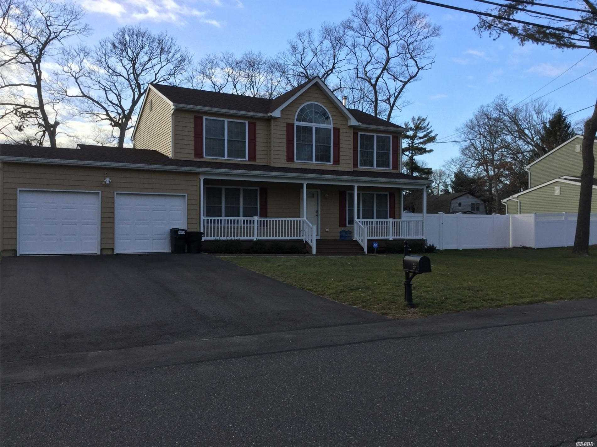 Residential For Sale in Mark Tree Rd, Centereach, NY ,11720