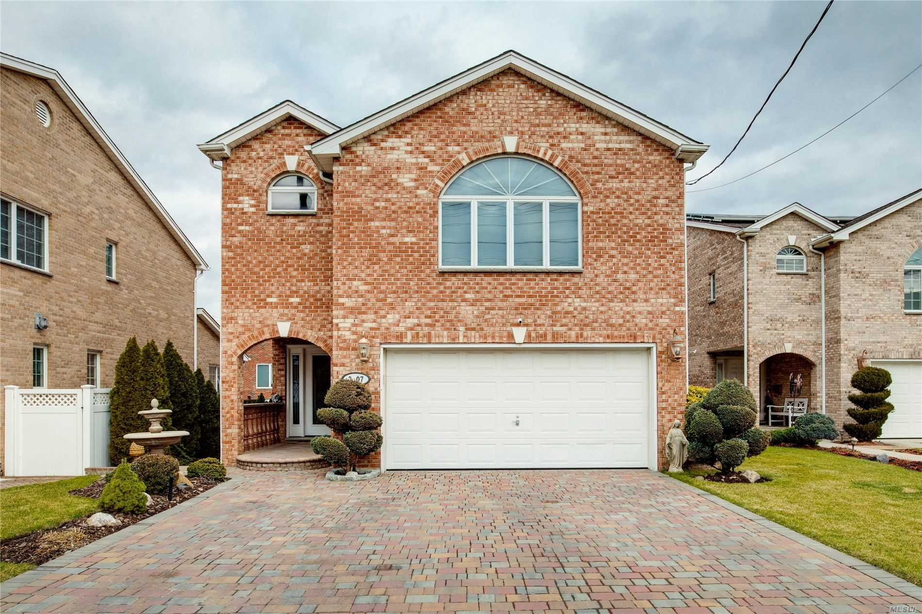 Residential For Sale in 3-07 Cresthaven Lane, Whitestone, NY ,11357