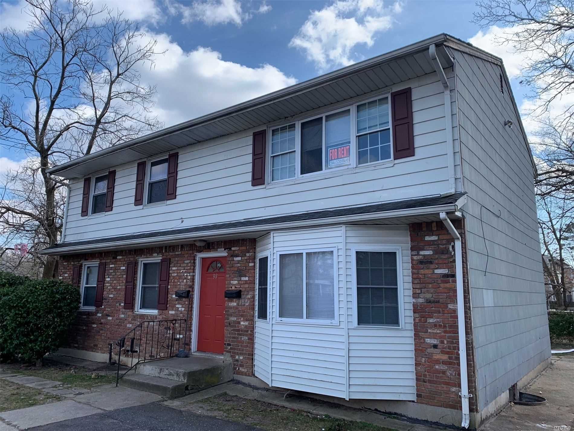 Residential For Rent in 38 Washington Avenue, Wheatley Heights, NY ,11798