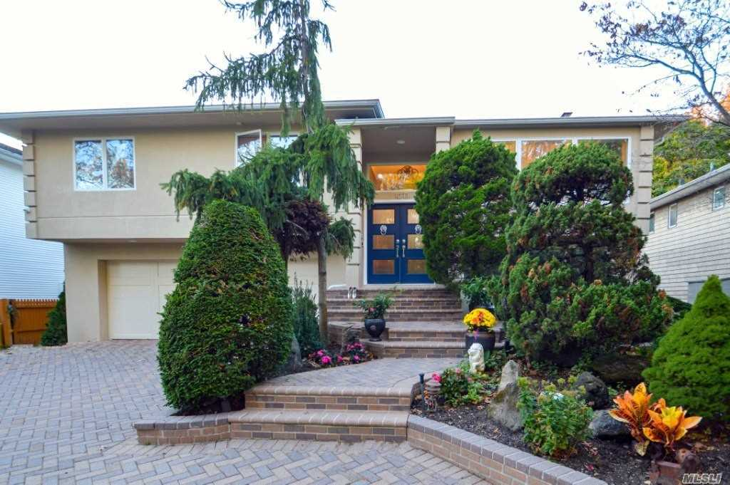 Residential For Sale in 1073 Fordham Ln, Woodmere, NY ,11598