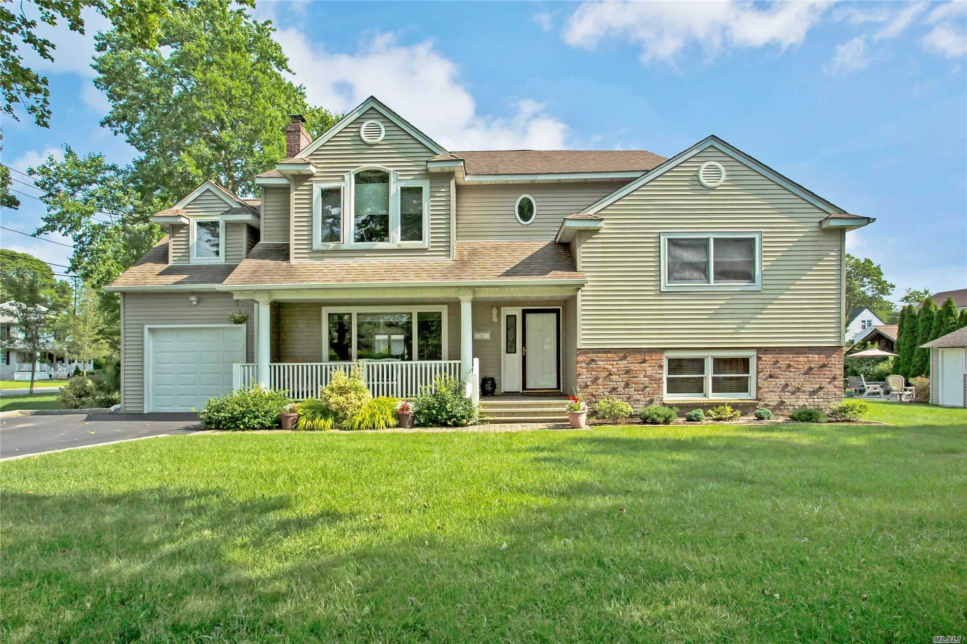 Residential For Sale in 47 Iroquois Dr, Brightwaters, NY ,11718