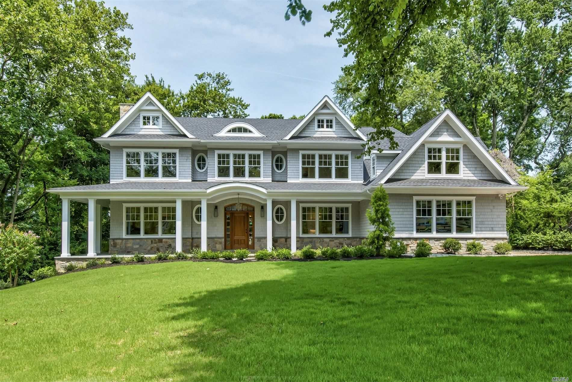 Residential For Sale in 4 Luquer Rd, Manhasset, NY ,11030
