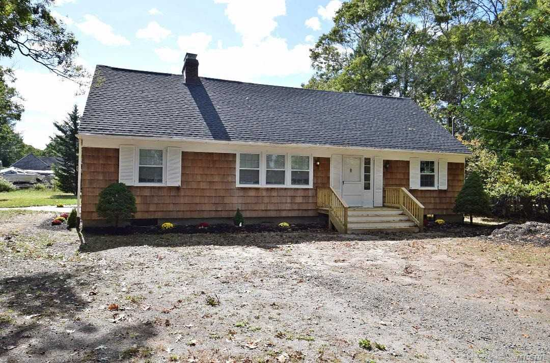 Residential For Sale in 179 Old Country Rd, Speonk, NY ,11972
