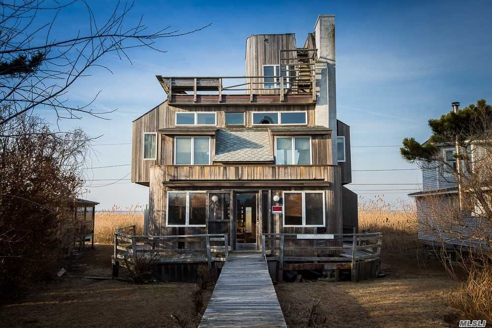 Residential For Sale in 13 Cottage Walk, Gilgo Beach, NY ,11702