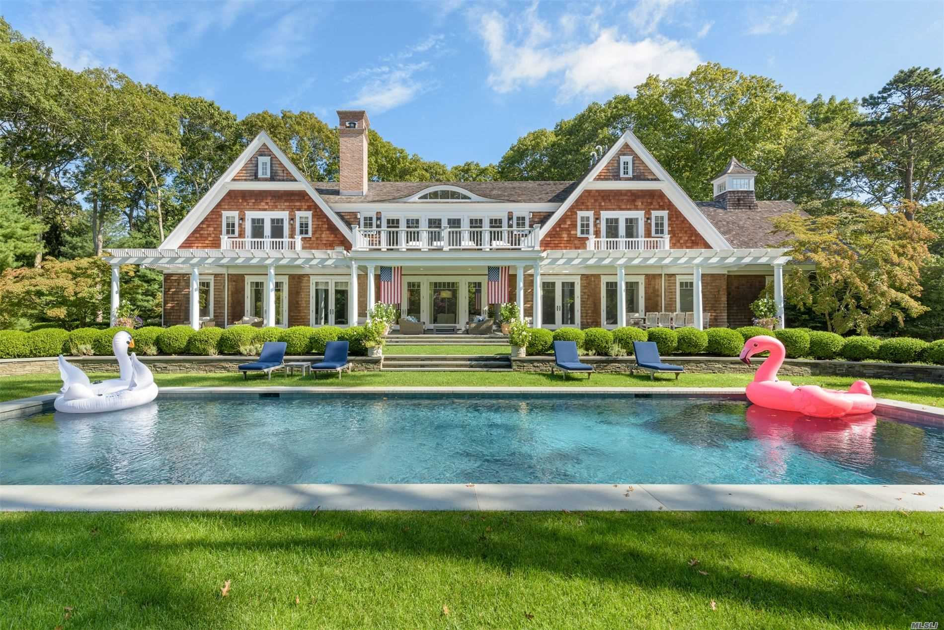 Residential For Sale in 10 Jones Cove Rd, East Hampton, NY ,11937
