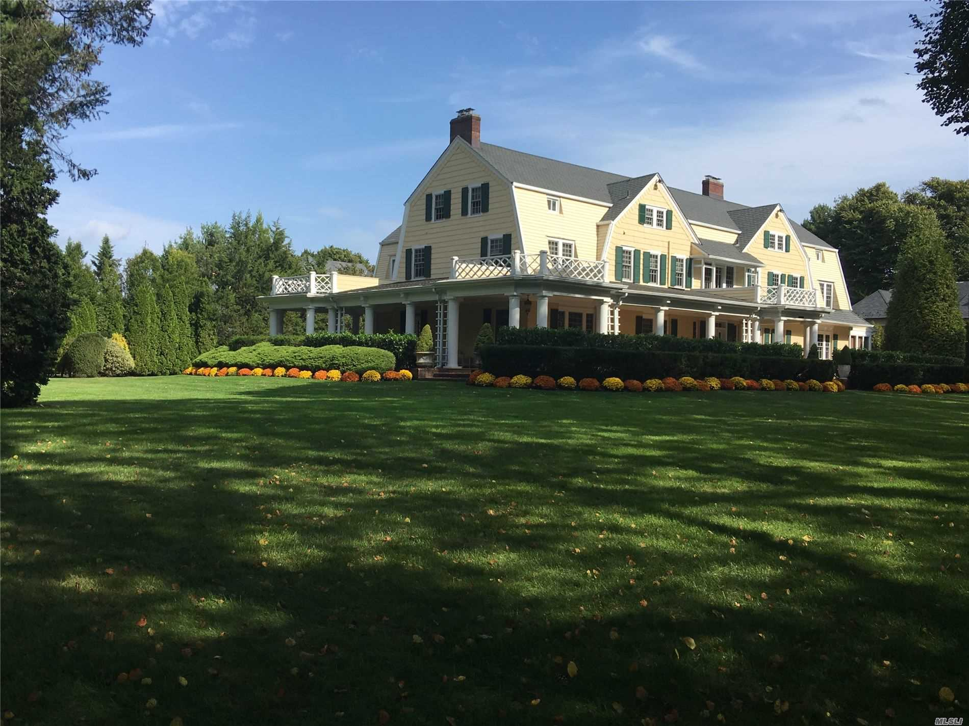 Residential For Sale in 7 Carteret Pl, Garden City, NY ,11530