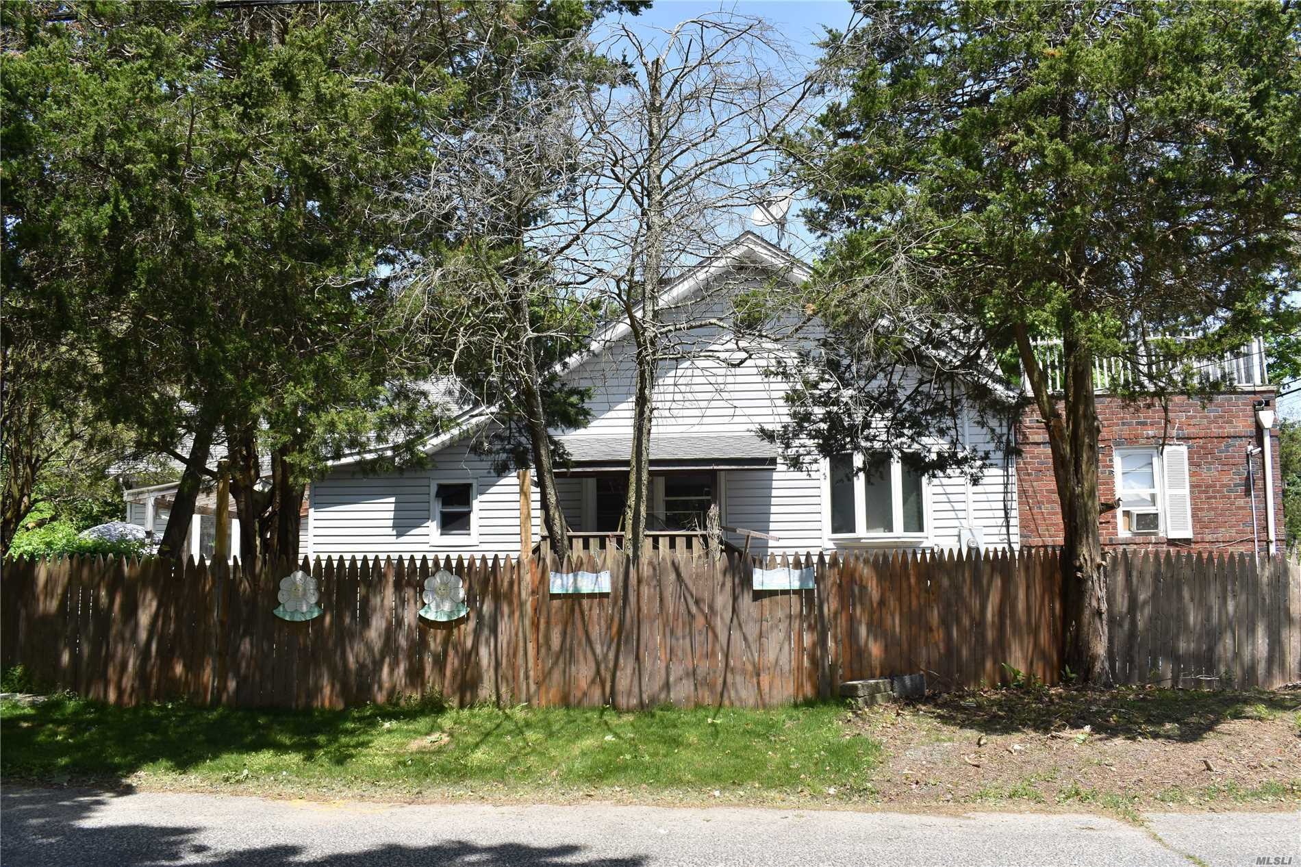 Residential For Sale in 924 Greenlawn Ave, Islip Terrace, NY ,11752