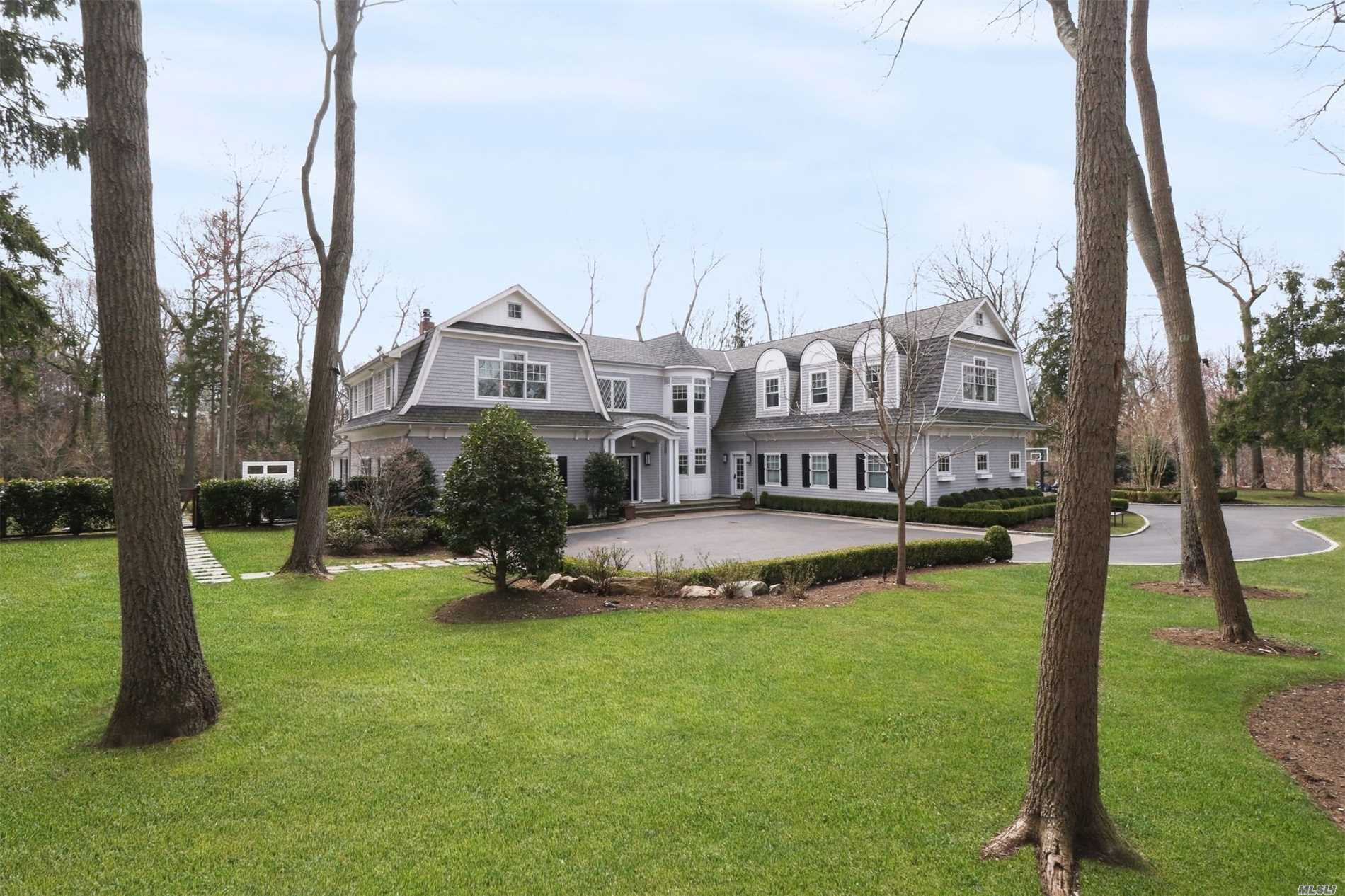 Residential For Sale in 2064 Crest Rd, Muttontown, NY ,11791