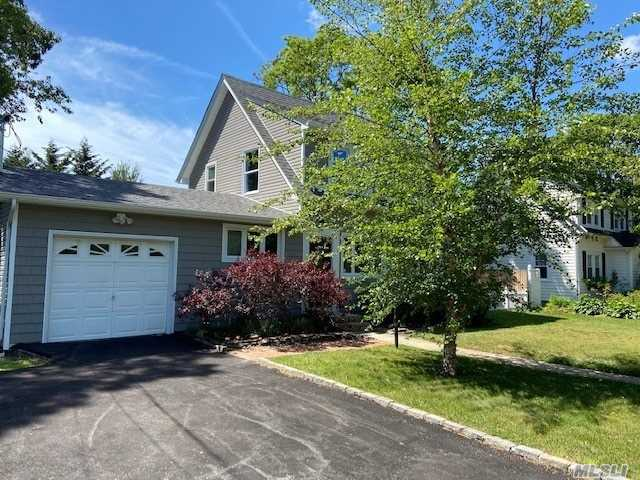 Residential For Sale in 73 Hiawatha Dr, Brightwaters, NY ,11718