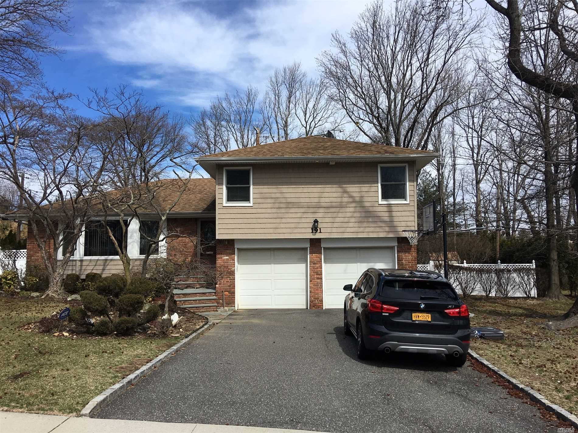 Residential For Sale in 191 Robby Ln, Manhasset Hills, NY ,11040