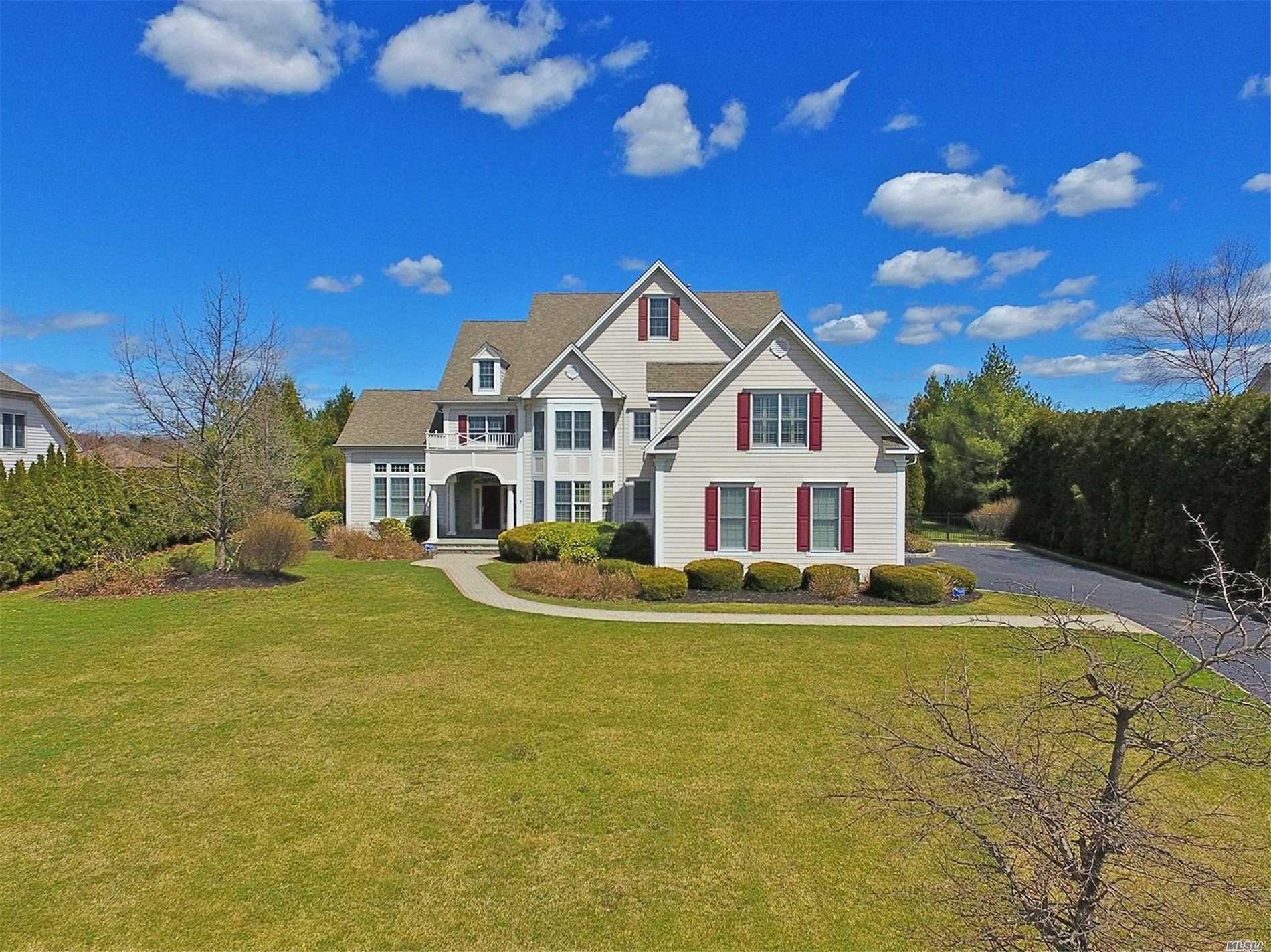 Residential For Sale in 7 legends Cir, Melville, NY ,11747