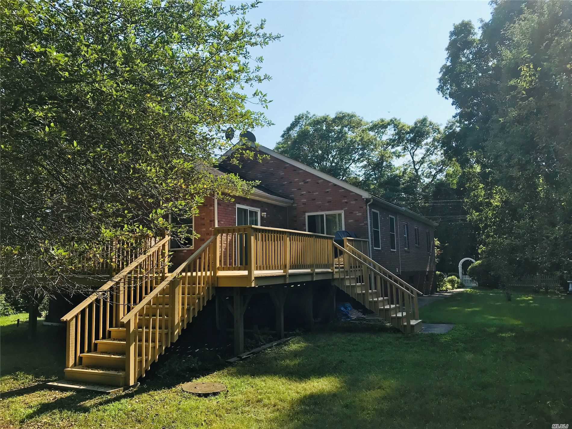 Residential For Sale in 2850 Rocky Point Rd Rd, East Marion, NY ,11939
