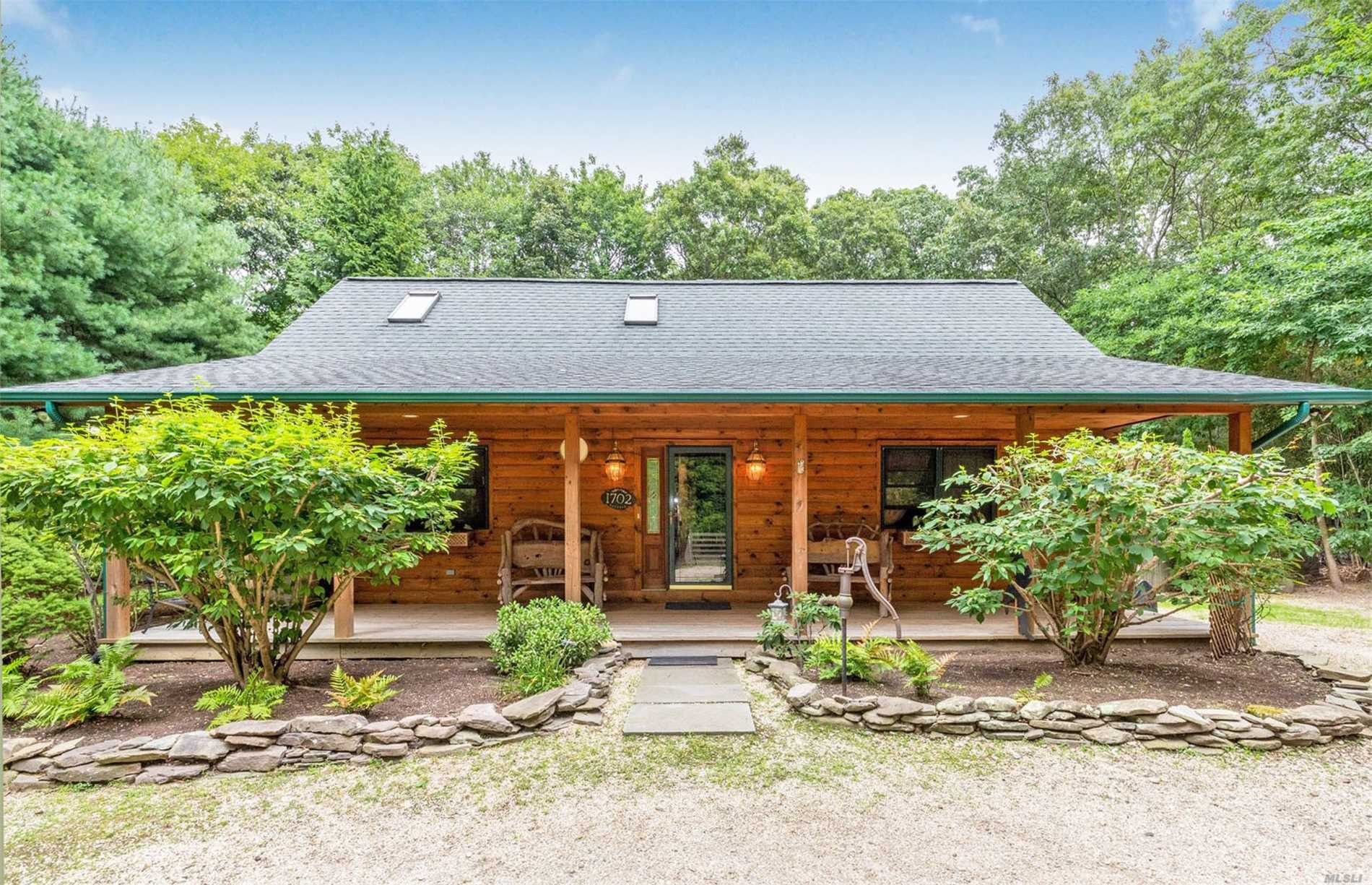 Residential For Sale in 1702 Noyac Rd, Southampton, NY ,11968