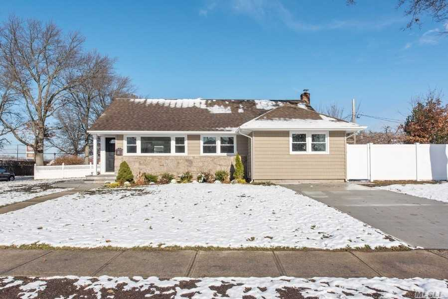 Residential For Sale in 3401 Hawthorne Dr, Wantagh, NY ,11793