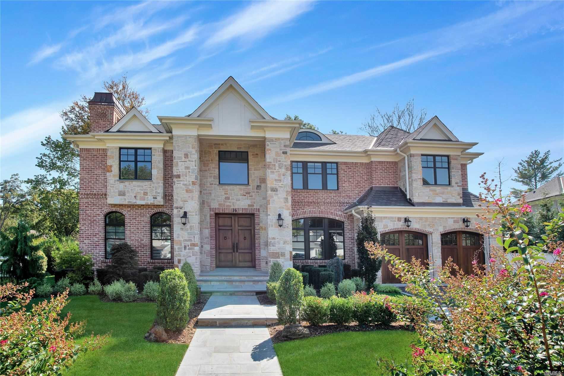 Residential For Sale in 36 Clover Ln, Roslyn Heights, NY ,11577