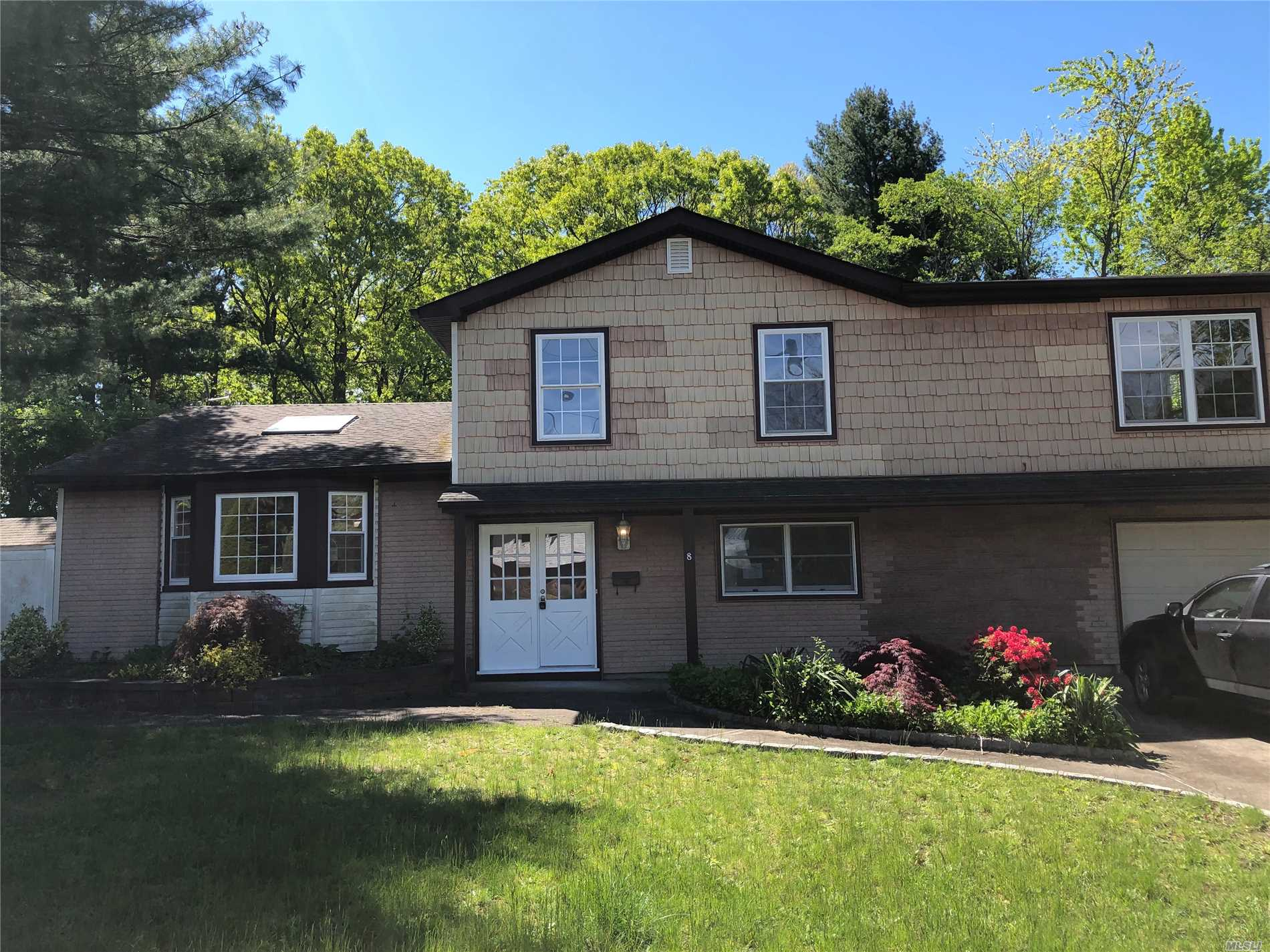 Residential For Sale in 8 Conway Ct, Wyandanch, NY ,11798