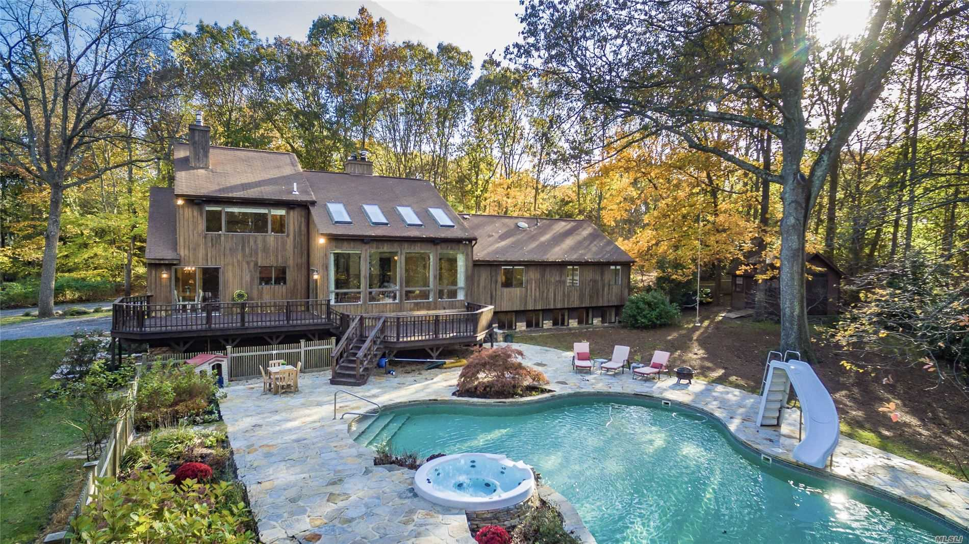 Residential For Sale in 7 Emmet Way, Stony Brook, NY ,11790