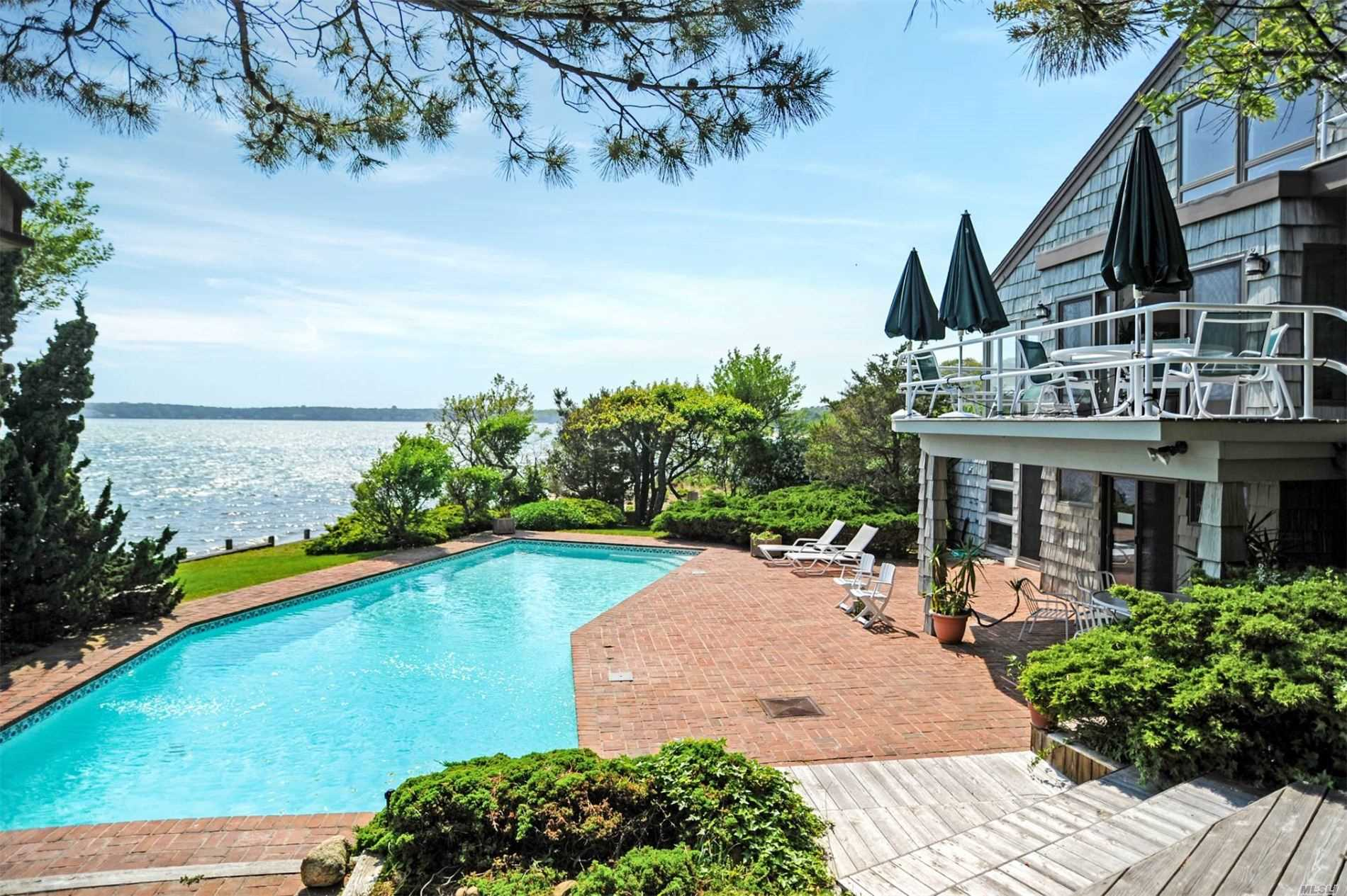 Residential For Sale in 4 Peconic Road, Southampton, NY ,11968