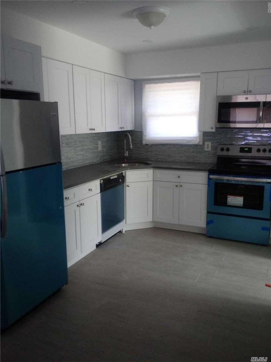 Residential For Sale in 518 Riviera Dr, Mastic Beach, NY ,11951