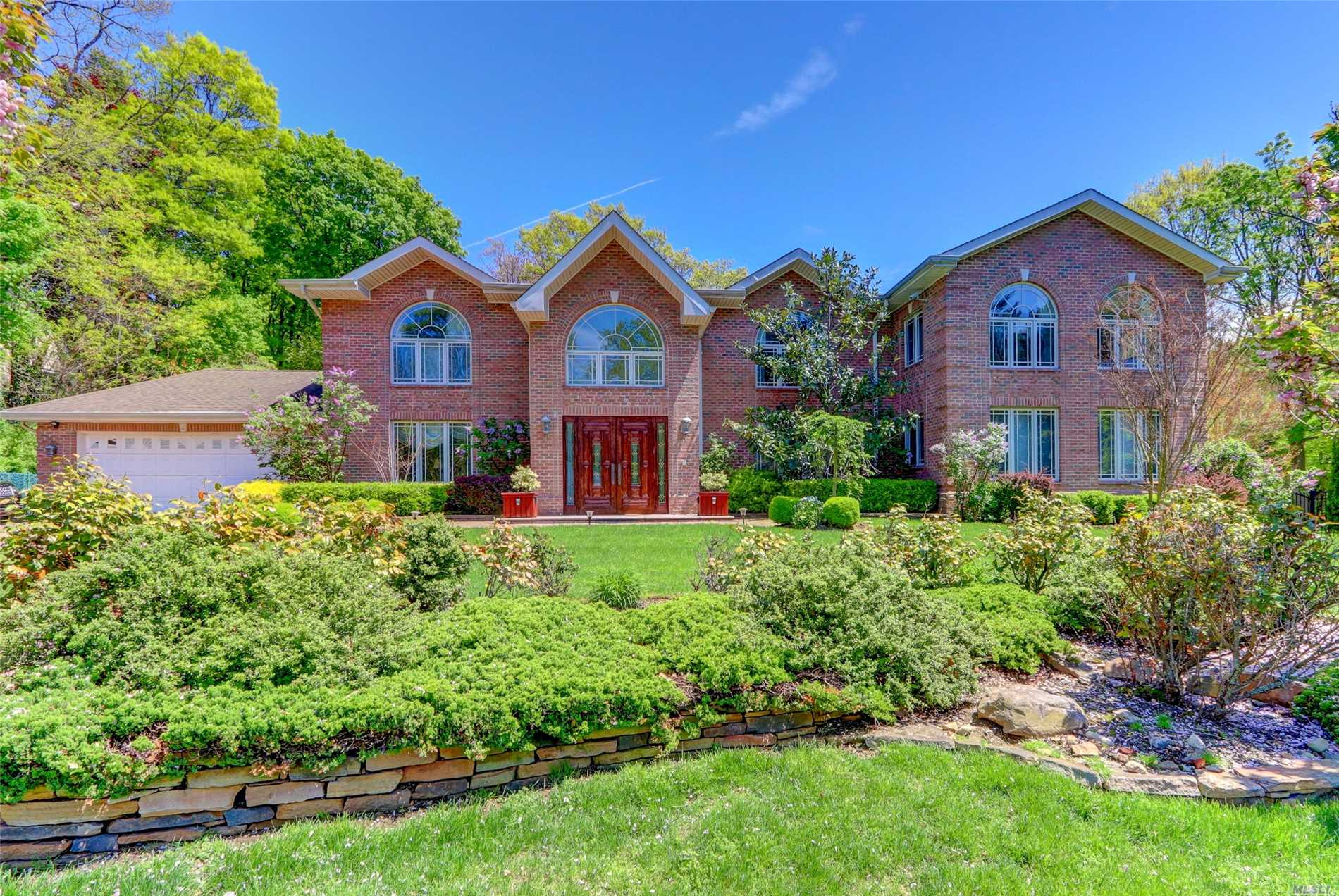Residential For Sale in 6 Cardinal Rd, Manhasset, NY ,11030