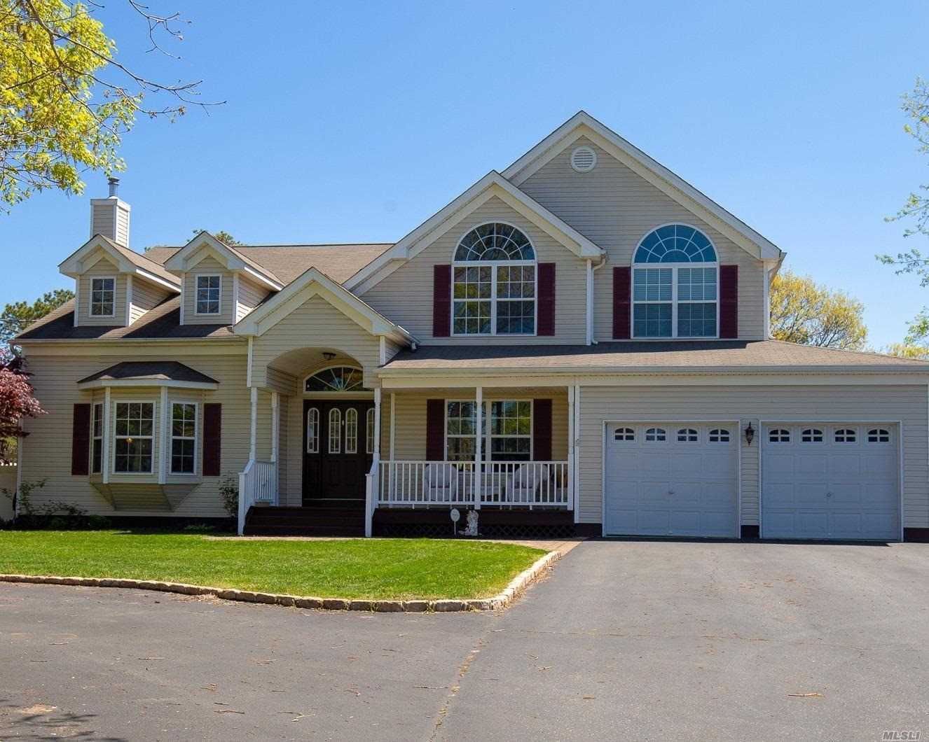 Residential For Sale in 193 Coleman N Rd, Centereach, NY ,11720