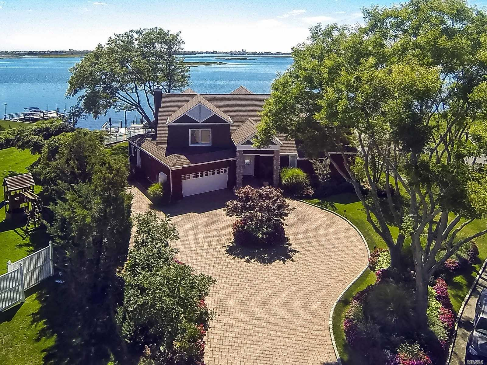 Residential For Sale in 916 Wateredge Pl, Hewlett Harbor, NY ,11557