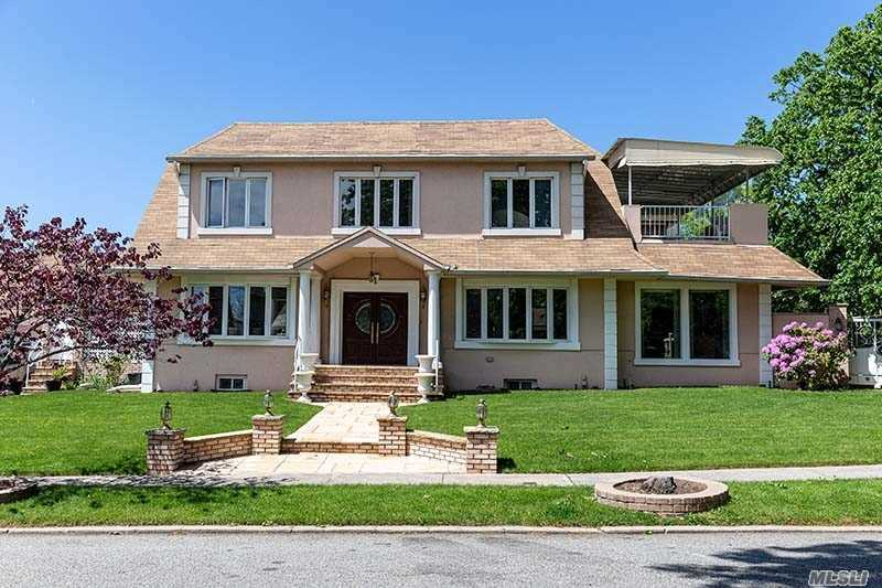 Residential For Sale in 1 Center Dr, Malba, NY ,11357