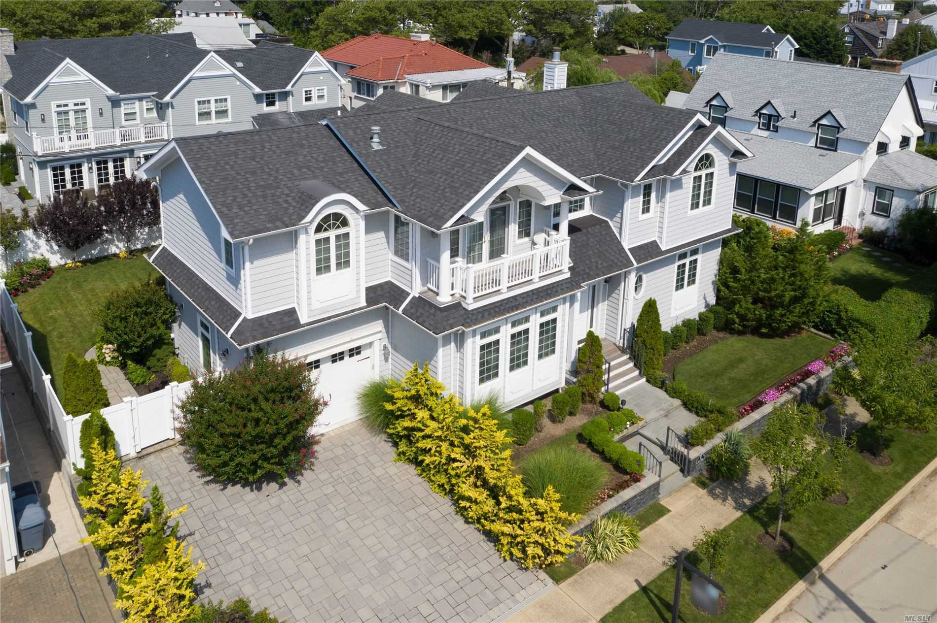 Residential For Sale in 51 Kings Ave, Atlantic Beach, NY ,11509