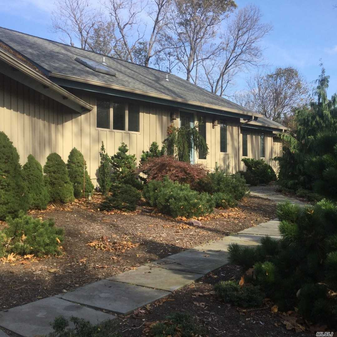 Residential For Sale in 2 Bluff Rd, St. James, NY ,11780