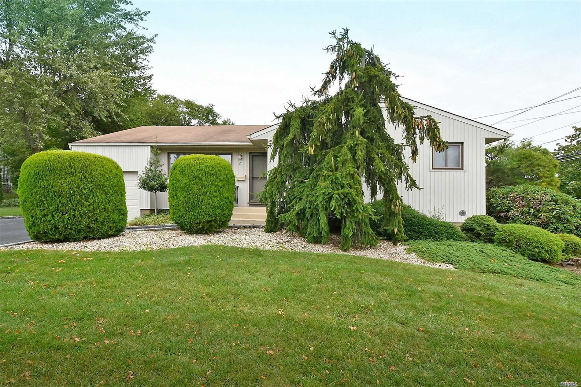 Residential For Sale in 2 Maggio Ln, Old Bethpage, NY ,11804