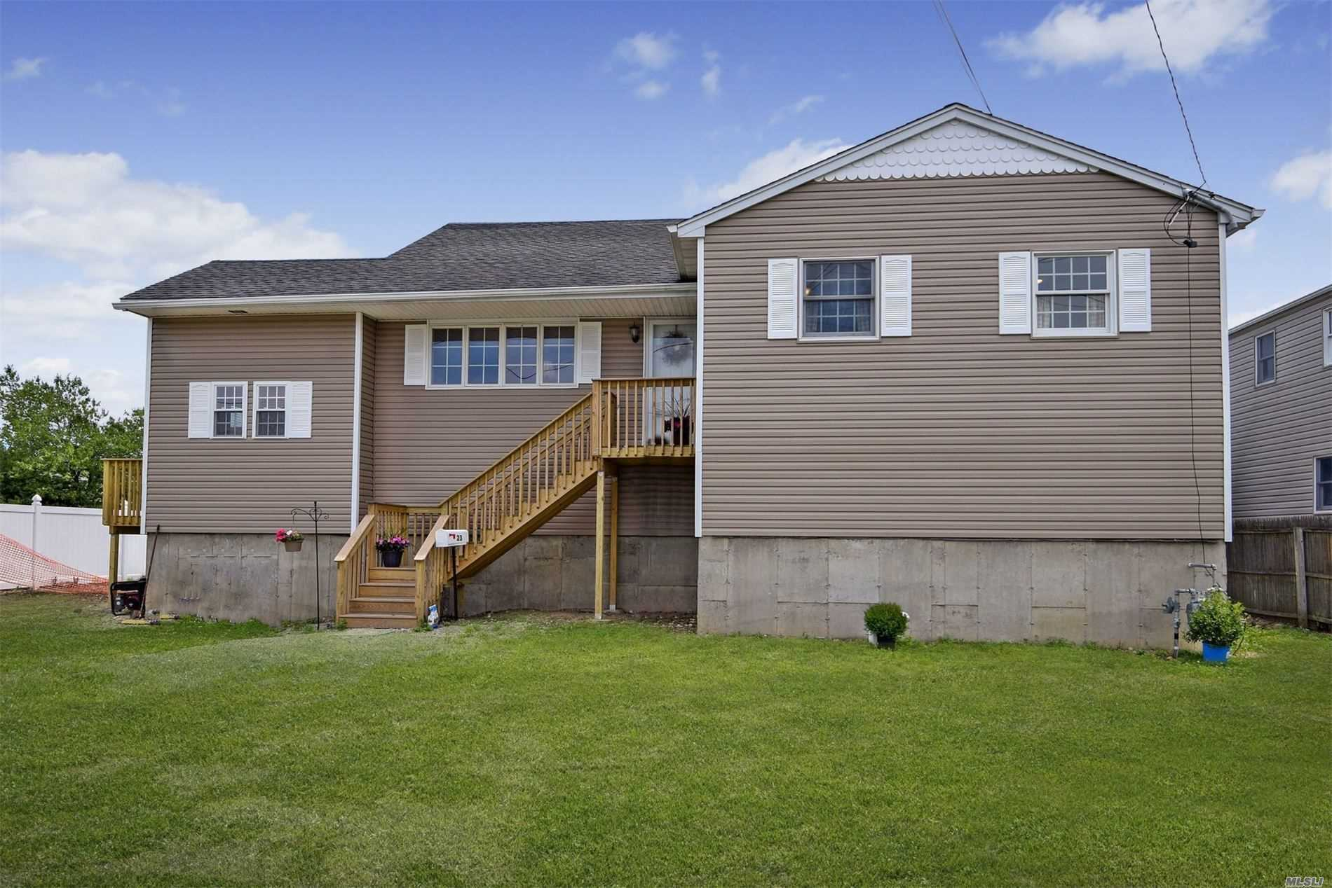 Residential For Sale in 23 Saltaire W Rd, Lindenhurst, NY ,11757