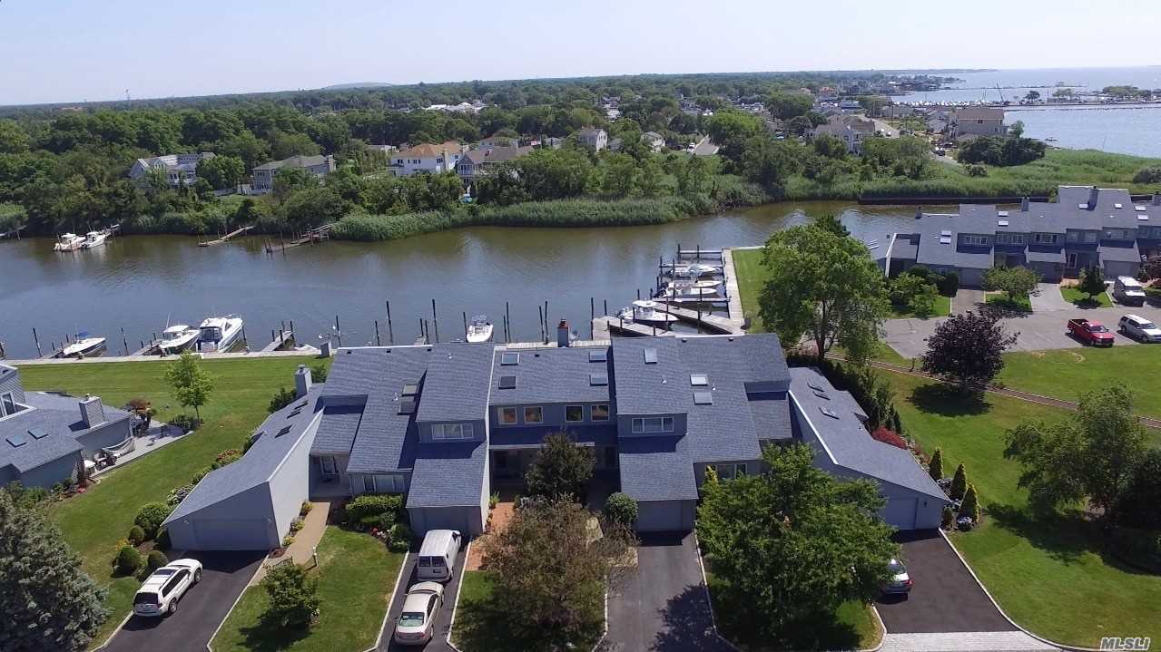 Condominium for sale in 31 Harbour Dr, Blue Point, NY ,11715