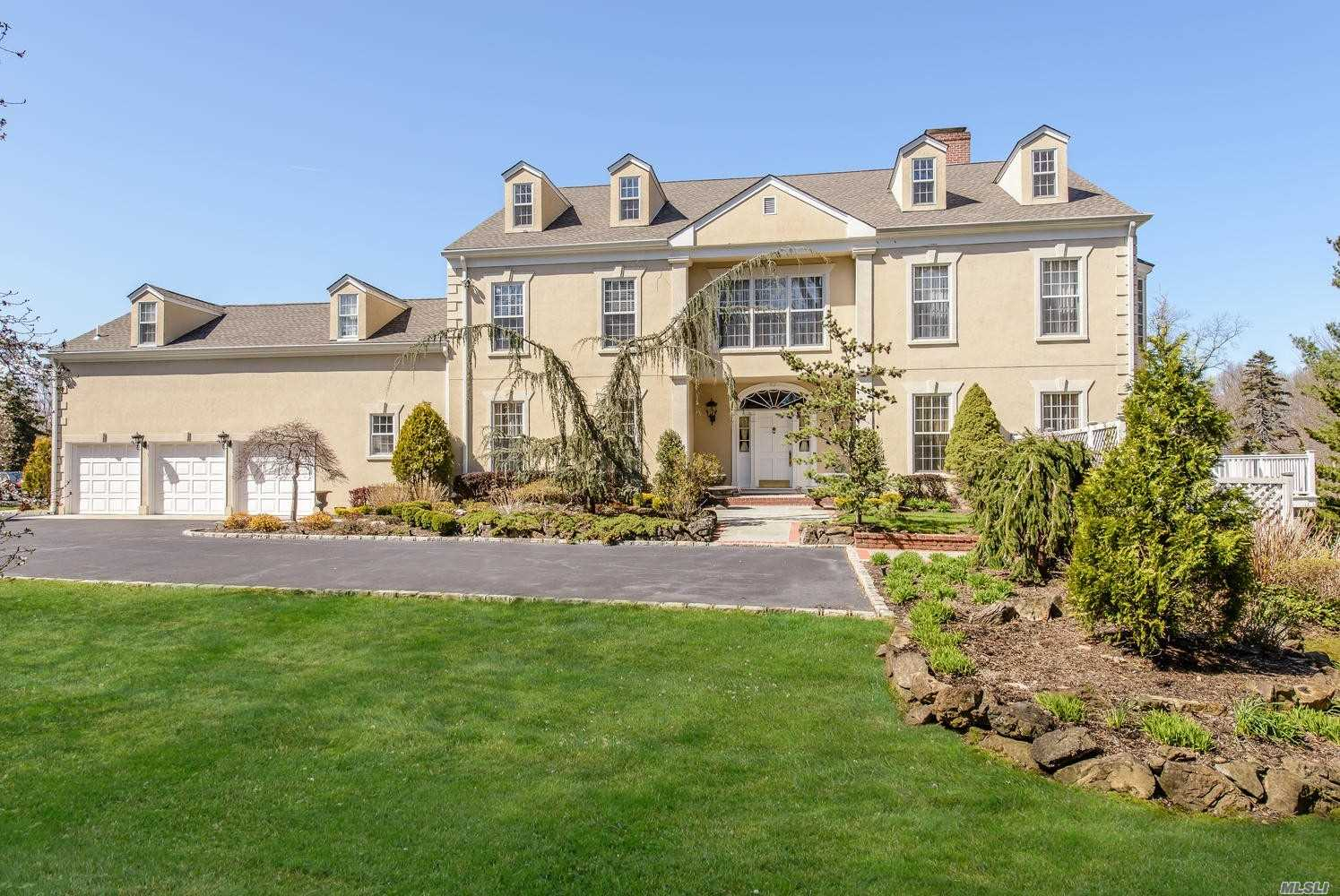 Residential For Sale in 6 Swan Ct, Glen Cove, NY ,11542