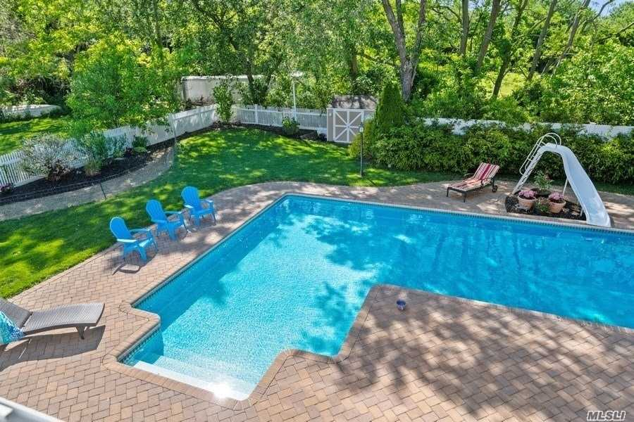 Residential For Sale in 233 Grant Dr, Aquebogue, NY ,11931